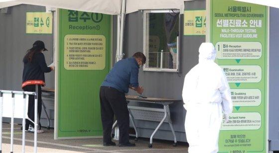 서울 확진자 쏟아진다, 203명이 해외입국·유학생·10~20대