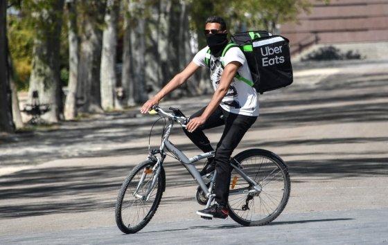 프랑스 우버이츠 배달 드라이버/사진=AFP