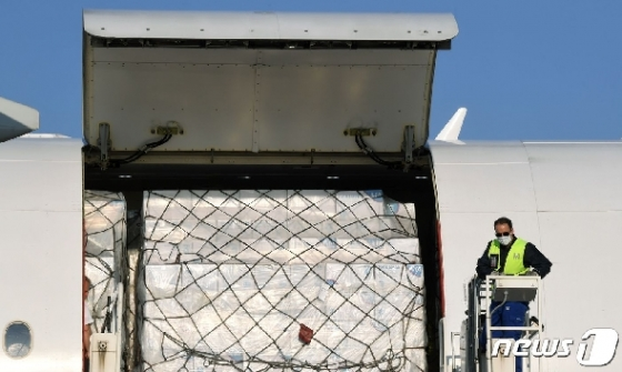 '제조강국' 독일도 중국서 마스크 4000만장 수입한다