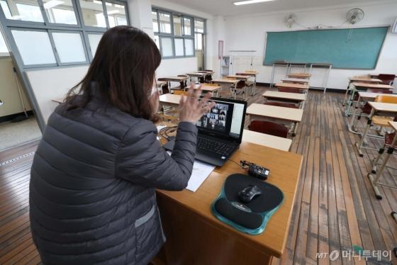 [사진]온라인으로 만난 선생님과 학생들