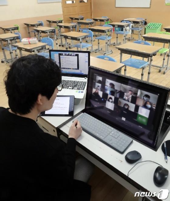 [사진] 온라인 개학, 첫 수업 시작