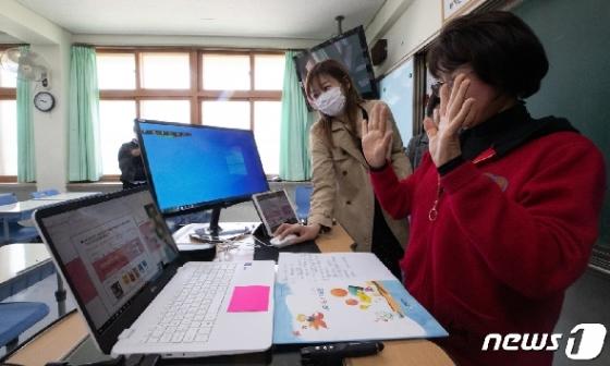 [사진] 온라인으로 만나는 교사와 제자