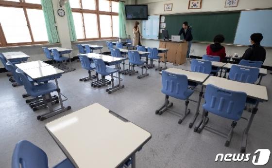 [사진] 온라인 개학 '학생들은 학교가 아닌 가정에서'