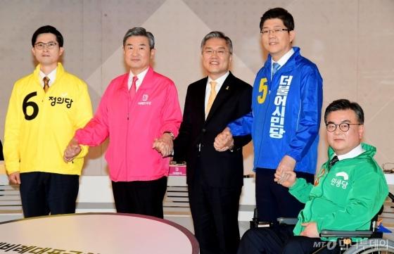 [사진]손잡은 비례대표 후보자들