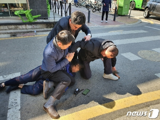 오세훈 유세현장 흉기난입 50대…경찰