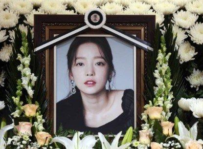 지난 11월 고(故) 구하라의 빈소가 마련된 서울 강남 성모병원 장례식장 영정. /사진=사진공동취재단