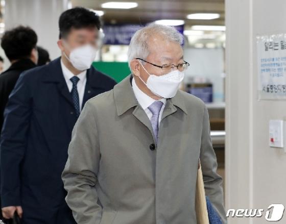 [사진] '사법농단' 공판 출석하는 양승태 전 대법원장