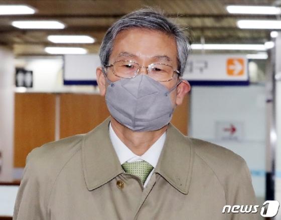 [사진] 고영한 전 대법관 '사법농단 공판 출석'