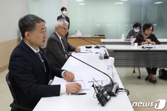 [사진] 박능후 장관, 제1차 생활방역위원회