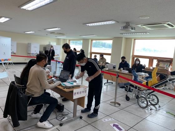[사진]4.15 총선 사전투표  순조롭게 진행 중