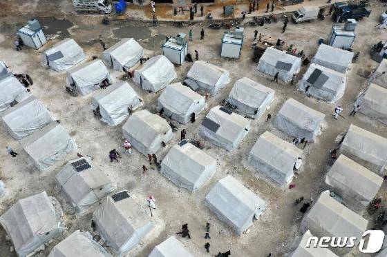[사진] 난민캠프 소독하는 시리아 환경 미화원들