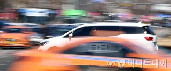 타다 베이직'이 멈췄다. 타다 운영사 VCNC는 10일까지 타다 '베이직'을 운행하고 11일부로 운행을 중단했다. /사진제공=머니투데이 자료방.