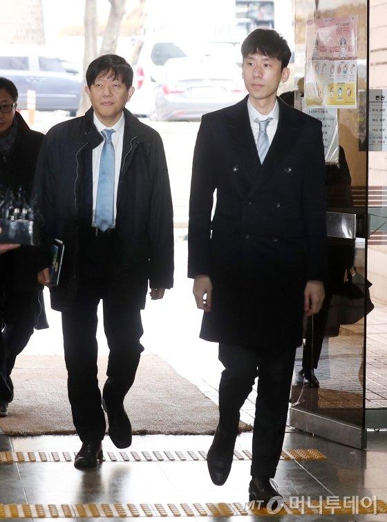 이재웅 전 쏘카 대표(사진 왼쪽)와 박재욱 현 쏘카대표. / 사진=김휘선 기자 hwijpg@