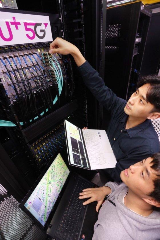 "LGU+, 5G 국산 검증장비 도입 ""상생 협력"""