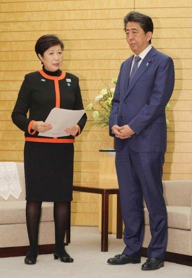 고이케 유리코 도쿄도지사(왼쪽)과 아베 신조 일본 총리(오른쪽). /AFPBBNews=뉴스1