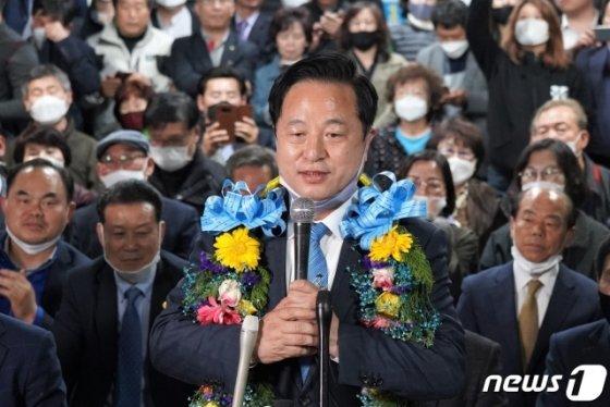 이번 총선에서 낙동강벨트 최대 격전지로 꼽히던 경남 양산을 지역구에서 16일 초접전 끝에 김두관 민주당 후보가 당선됐다. /사진=뉴스1.
