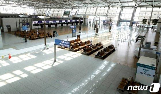 인천공항공사는 신종코로나바이러스 감염증(코로나19) 확산으로 17년만에 적자를 기록할 전망이라고 지난 23일 밝혔다. 공사에 따르면 2020년 인천공항공사의 당기순손실 규모는 163억원이다. /사진=뉴스1