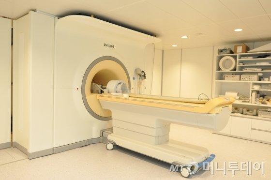 필립스사의 7테슬라(7T, 7만 가우스) MRI /사진제공=필립스