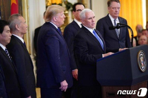 마이크 펜스 미국 부통령이 지난 1월 워싱턴 백악관에서 열린 도널드 트럼프 대통령과 류허 중국 부총리의 미중 1단계 무역 합의 서명식에서 발언을 하고 있다. /사진=뉴스1