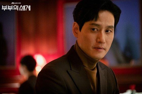 드라마 '부부의 세계'에서 낙폭 큰 감정을 두루 소화한 이태오 역의 박해준. /사진제공=JTBC