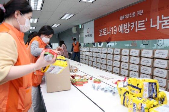 한화손해보험, 코로나19 예방키트 제작 봉사활동 진행 /사진=한화손해보험