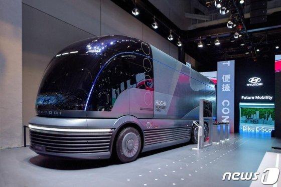 5일 중국 상하이 국가회의전람센터에서 열린 '제2회 중국 국제 수입박람회'에 현대자동차의 수소 전용 대형 트럭 콘셉트 '넵튠(Neptune)'이 전시돼 있다. (현대차그룹 제공) 2019.11.5/사진=뉴스1