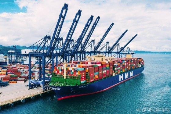 세계 최대 규모의 2만4000TEU급 컨테이너 1호선 'HMM 알헤시라스'호. /사진=HMM