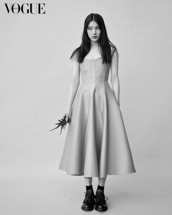 가수 겸 배우 수지/사진제공=보그코리아, 디올
