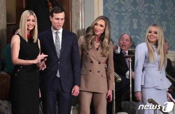 트럼프 대통령의 국정연설에 동반한 장녀 이방카와 사위 쿠슈너, 며느리 라라, 그리고 맨 오른쪽 끝이 티파니이다. © 로이터=뉴스1