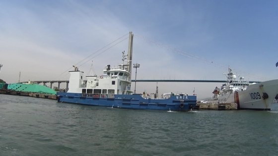 바다 쓰레기를 치우고, 깨끗하게 만드는 청항선. 24시간 출동 대기라 선원들이 많이 힘들다./사진=남형도 기자