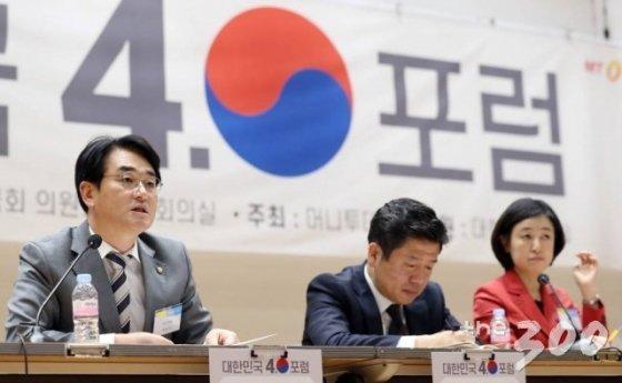 박용진 더불어민주당 의원이 21일 서울 여의도 국회 의원회관 대회의실에서 열린 머니투데이 주최 새로운 21대 국회를 위한 '대한민국4.0포럼' 종합토론에서 발언하고 있다.