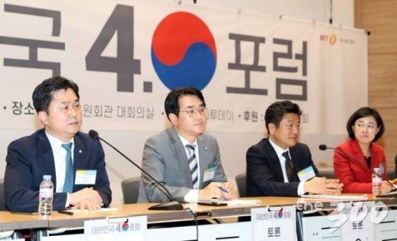 김종민 더불어민주당 의원이 21일 서울 여의도 국회 의원회관 대회의실에서 열린 머니투데이 주최 새로운 21대 국회를 위한 '대한민국4.0포럼' 종합토론에서 발언을 하고 있다.
