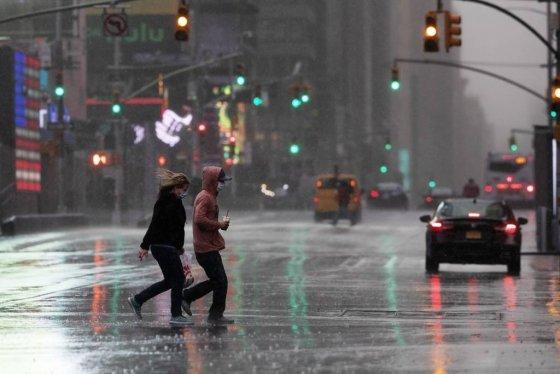 지난달 9일(현지시간) 코로나19가 확산하는 가운데 한산한 미국 뉴욕 타임스스퀘어의 모습. /사진=뉴시스