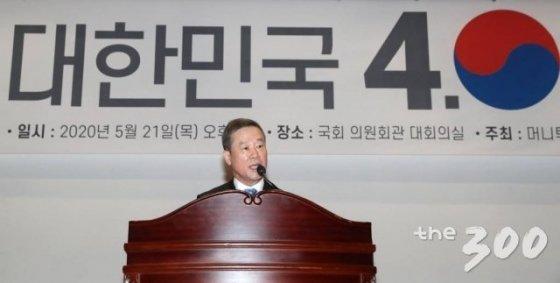 홍선근 머니투데이미디어그룹 회장이 21일 서울 여의도 국회 의원회관 대회의실에서 열린 머니투데이 주최 새로운 21대 국회를 위한 '대한민국4.0포럼' 선포식에서 인사말을 하고 있다.