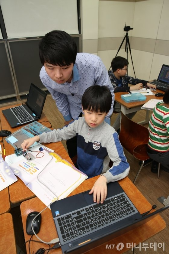 씨엠에스에듀가 진행하는 ICT 사고력 프로그램 'ICT ConFUS'의 수업 모습. / 사진제공=씨엠에스에듀