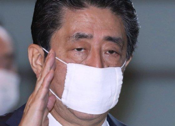 마스크를 쓴 아베 신조 일본총리. /사진=AFP