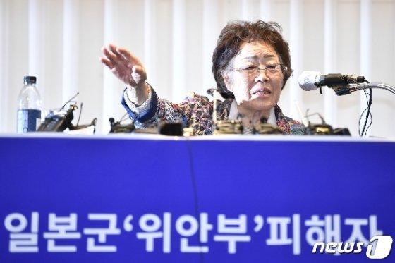 일본군 위안부 피해자 이용수 할머니가 25일 대구 인터불고호텔에서 정의기억연대 문제와 관련해 두번째 기자회견을 하고 있다. 2020.5.25/뉴스1 © News1 공정식 기자