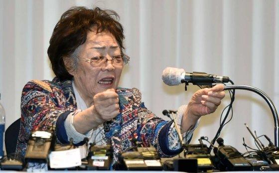 이용수 할머니(92)가 25일 오후 대구 수성구 만촌동 인터불고호텔에서 기자회견을 열고 정의기억연대 관련 의혹에 대한 소회를 밝히고 있다. /사진=뉴시스