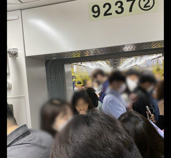 """""""아차! 마스크"""" 출근 급했지만 지하철을 탈 수 없었다[르포]"""