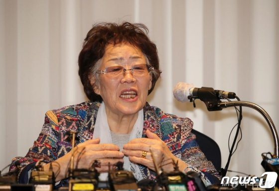 일본군 위안부 피해자 이용수 할머니가 25일 오후 대구 수성구 만촌동 인터불고 호텔에서 기자회견을 하고 있다. /사진=뉴스1