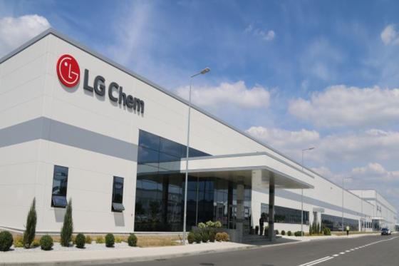 폴란드 브로츠와프에 있는 LG화학 유럽공장. LG화학은 작년 1분기에 유럽공장의 1차 생산라인을 완공했으며, 현재 계속 증설중이다./사진=LG화학