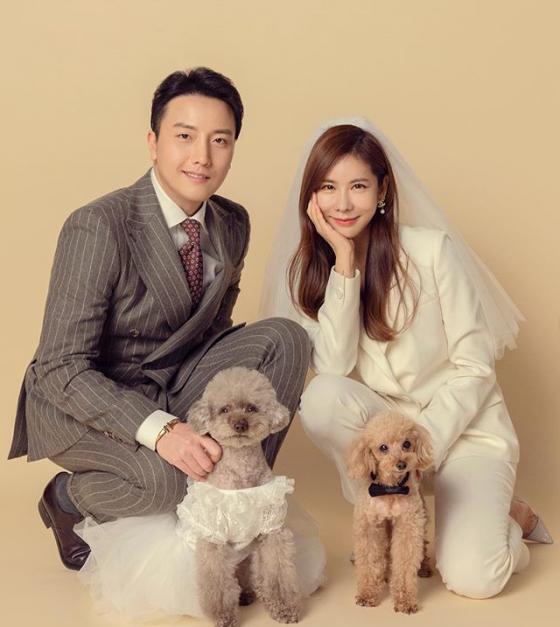 방송인 김준희가 웨딩사진을 공개했다. /사진=김준희 인스타그램