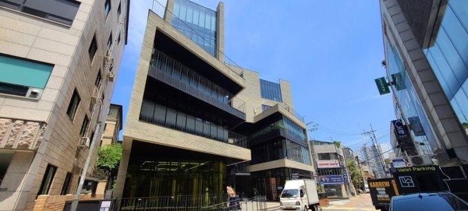 강남구 청담동 소재 '레인에비뉴' 건물 전경. /사진=유엄식 기자