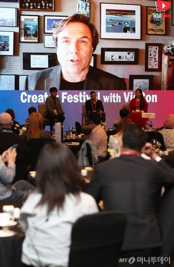 짐 로우더백 비드콘 대표가 27일 오후 여의도 콘래드 서울에서 열린 머니투데이 주최 '2020 키플랫폼' 전야행사 '비드콘(VidCon)과 함께하는 전문가 토크'에서 화상 대담을 갖고 있다. / 사진=이기범 기자 leekb@