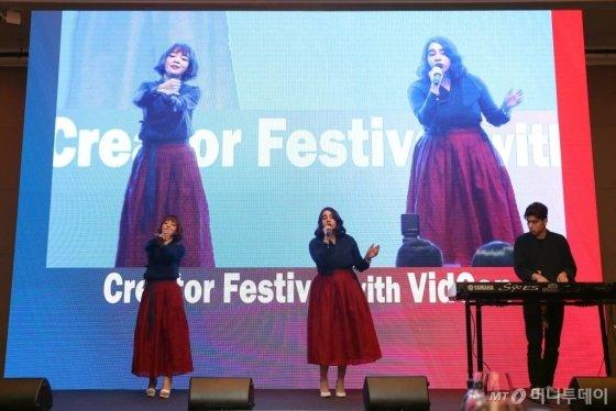 27일 오후 여의도 콘래드 서울에서 열린 머니투데이 주최 '2020 키플랫폼' 전야행사 '비드콘(VidCon)과 함께하는 크리에이터 페스티벌'에서 밴드 한글이 축하공연을 펼치고 있다. / 사진=이기범 기자 leekb@