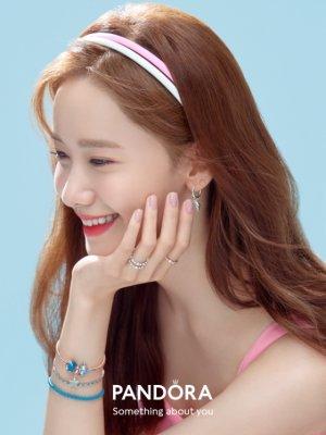 윤아, 싱그러운 여름 화보…옆모습도 '완벽'