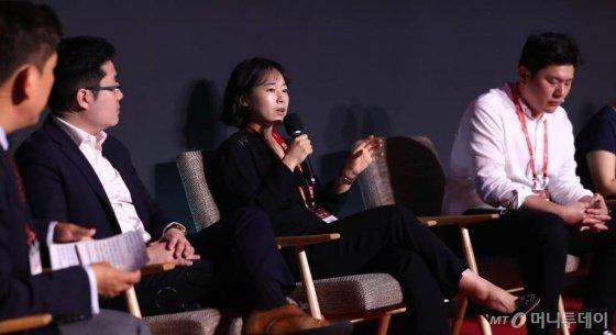 강윤모 모모프로젝트 대표가 28일 오전 여의도 콘래드 서울에서 열린 머니투데이 주최 '2020 키플랫폼' 총회(팬더모니엄 그 이후 : 써로게이트 이코노미의 출현)에서 패널토론에서 발언을 하고 있다. / 사진=이기범 기자 leekb@