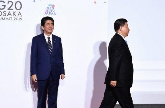 아베 신조 일본총리와 시진핑 중국 국가주석. 지난해 6월 일본 오사카에서 열린 G20 정상회의 때 모습. /사진=AFP