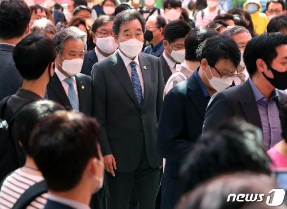 [사진] 봉축법요식 참석한 이낙연
