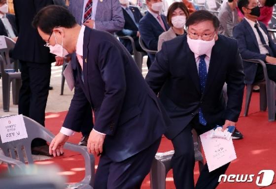 [사진] 봉축법요식 참석한 여야 원내대표